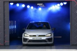 Volkswagen_Golf_R400