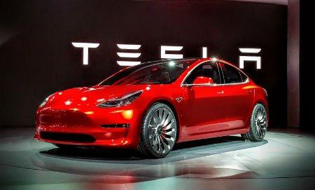 Новые заказчики Tesla Model 3 получат еетолько в 2018-ом