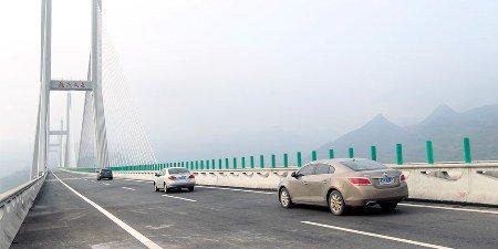 Амурчанам разрешат ездить наличных машинах помосту в КНР