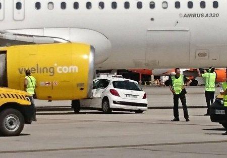 Самолет Airbus A320 столкнулся с«Пежо»