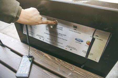 Форд  установит встолице Англии  «умные» скамейки сИнтернетом