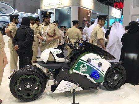 Полиция Дубая осваивает летающие электробайки made in Russia