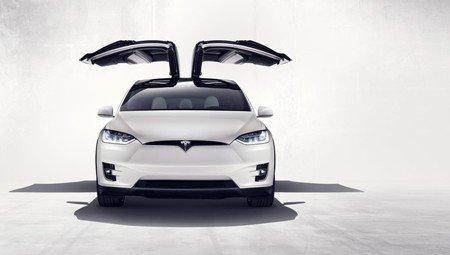 Daimler нажил неприятностей, поскупившись напокупку Tesla Model Х