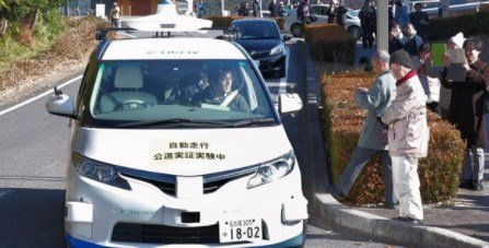 1-ый беспилотный микроавтобус проехал по обыкновенной дороге вЯпонии