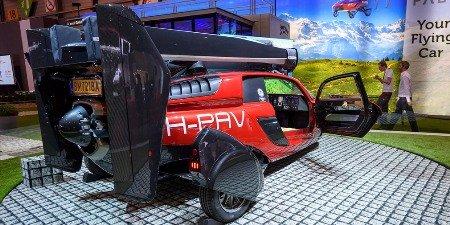 На автомобильном салоне вЖеневе показали серийный летающий автомобиль