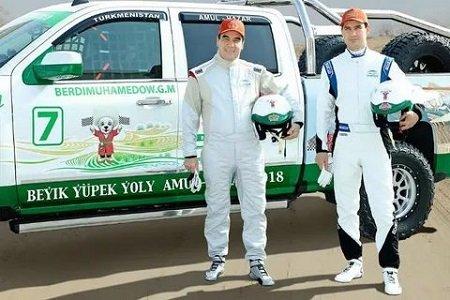 Президент Туркменистана собрал посвоим чертежам гоночный вседорожный автомобиль