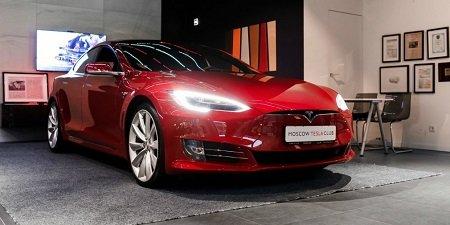 «Связной» начал сдавать электромобили Tesla варенду