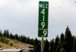 В США на дорогах появились новые странные знаки