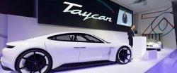 Porsche вдвое увеличил план по производству Taycan на электротяге