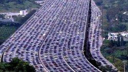 Гигантская автомобильная пробка в Китае (ВИДЕО)