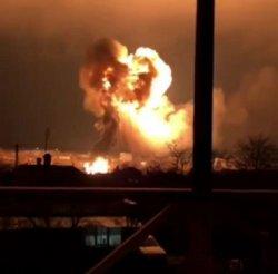 В Украине взорвался газовоз: сгорели 18 автомобилей (ВИДЕО)