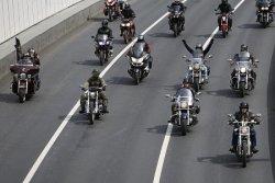 Мотоциклисты выступили против дорожников