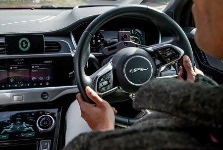 Автомобили Jaguаr Ленд Ровер будут контролировать настроение водителя иснижать уровень стресса