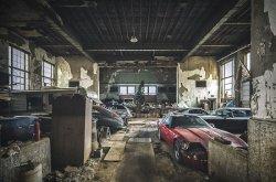 В американской заброшенной школе обнаружили редкие авто
