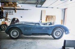 Jaguar подал в суд на пенсионеров